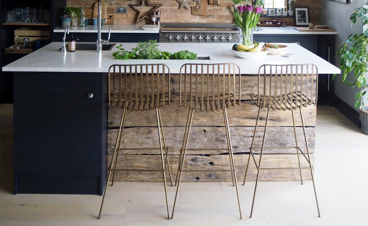 Encore Worktops in a Sociable Family Kitchen