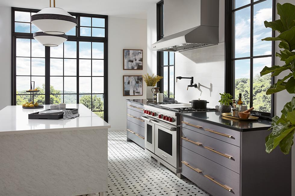 Pro Kitchen with Laminate Cabinet Fronts and Quartz Countertops